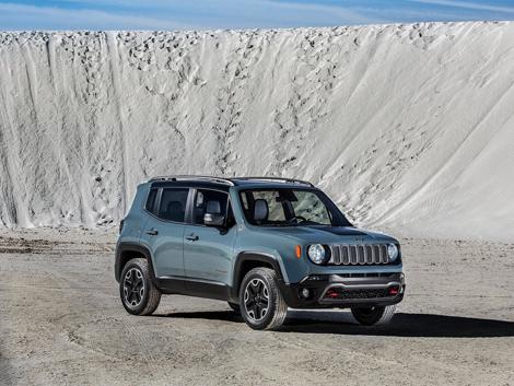 Компания Jeep рассекретила компактный вседорожник Renegade. Фото 2