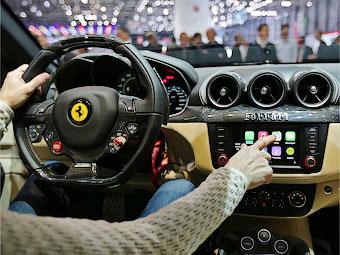 Первой в мире машиной с интерфейсом Apple стала Ferrari FF