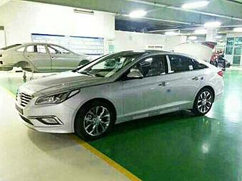 Hyundai Sonata нового поколения сфотографировали без камуфляжа