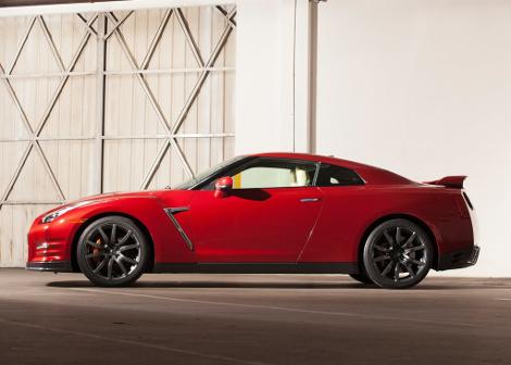 Nissan не стал повышать стоимость рестайлингового суперкара
