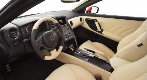 Nissan не стал повышать стоимость рестайлингового суперкара. Фото 2