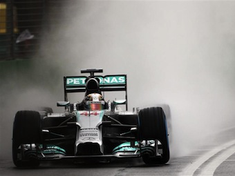Льюис Хэмилтон выиграл первую квалификацию сезона Формулы-1