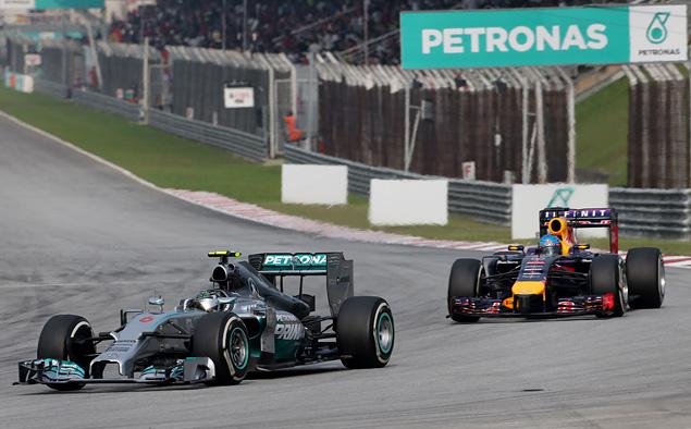 Пилоты Mercedes AMG впервые сделали дубль в Формуле-1. Фото 1