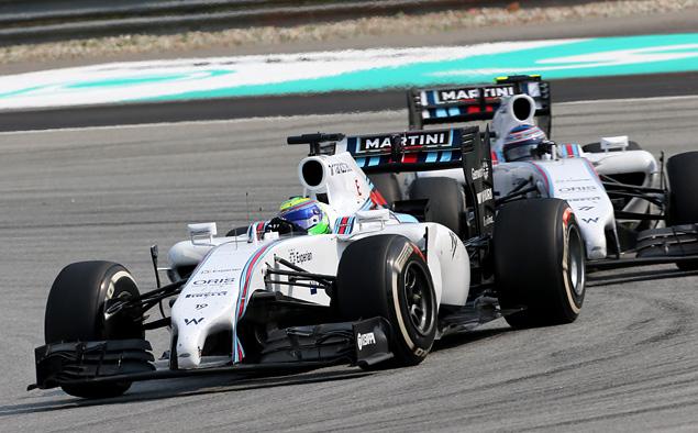 Пилоты Mercedes AMG впервые сделали дубль в Формуле-1. Фото 4