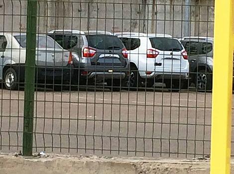 """Кроссоверы Nissan Terrano сфотографировали на стоянке """"Автофрамоса"""""""