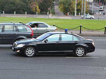 Российским чиновникам запретят покупать иномарки