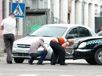 Водителей обяжут разбираться со страховщиками до суда