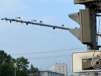 Фиксирующие выезд за стоп-линию камеры начнут работать летом
