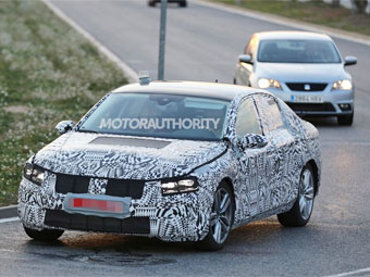 Volkswagen вывел на тесты новый Passat