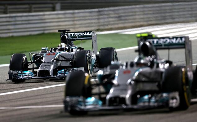 Пилоты Mercedes AMG устроили битву при Бахрейне. Фото 2