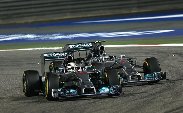 Пилоты Mercedes AMG устроили битву при Бахрейне. Фото 5