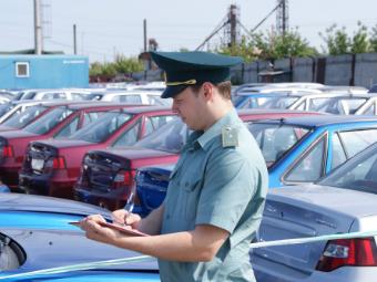 В Россию стали ввозить меньше машин
