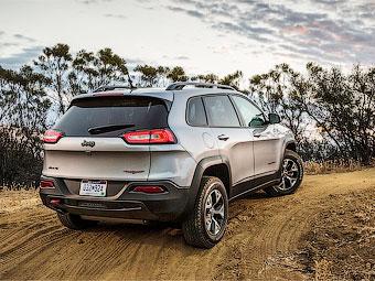Названы рублевые цены нового Jeep Cherokee