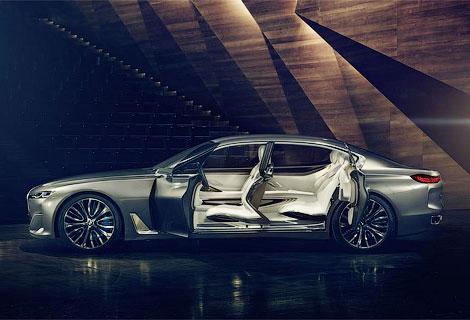 Новинку BMW оснастили открывающимися против хода движения дверьми