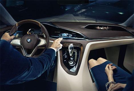 Новинку BMW оснастили открывающимися против хода движения дверьми. Фото 3