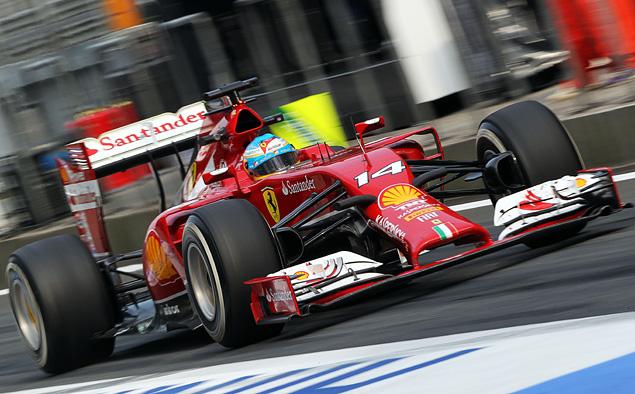 Льюис Хэмилтон оформил хет-трик, выиграв Гран-при Китая. Фото 3