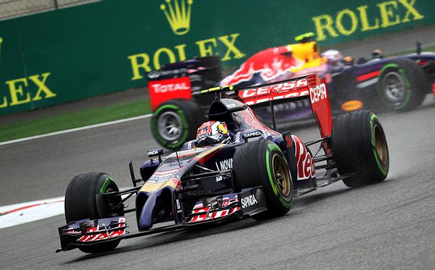 Льюис Хэмилтон оформил хет-трик, выиграв Гран-при Китая. Фото 6