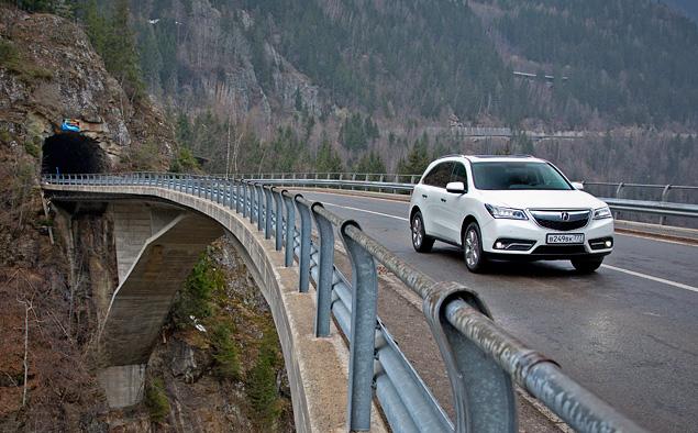 Тест-драйв кроссовера Acura MDX, который стесняется своего статуса. Фото 2