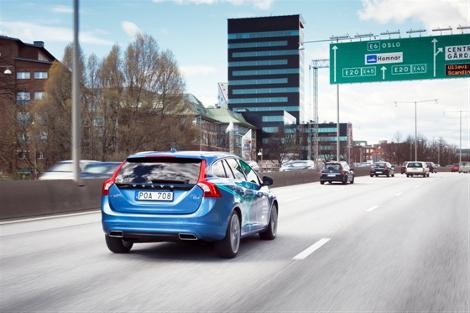 Сто автомобилей с автопилотами вывели на дороги общего пользования