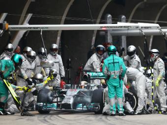 Бывший регбийный психолог нашел работу в Mercedes AMG