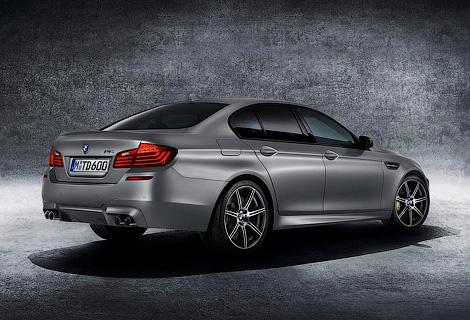Компания BMW официально представила 600-сильный седан M5