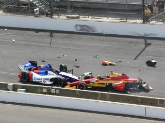 Алешин попал в аварию на четвертом этапе INDYCAR