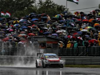 Себастьен Леб выиграл дождевую гонку WTCC в Словакии