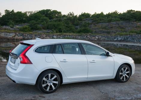 Стартовали продажи дизель-электрического Volvo V60. Фото 1