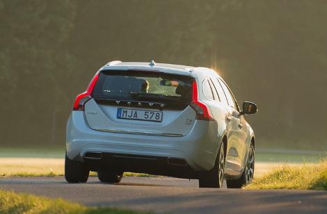 Стартовали продажи дизель-электрического Volvo V60. Фото 2