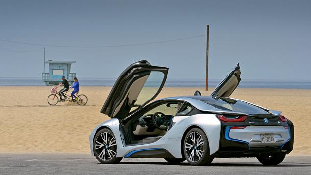 Первый тест футуристичного спорткара BMW i8. Фото 3