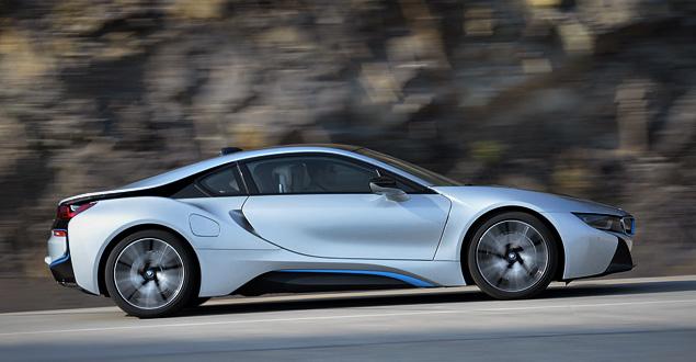 Первый тест футуристичного спорткара BMW i8. Фото 6
