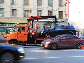 Столичным водителям отправят SMS за 20 минут до эвакуации машины