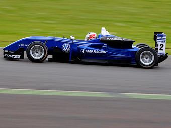 Россиянин выиграл дебютную гонку в британской Формуле-3