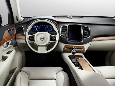Компания Volvo показала интерьер нового XC90