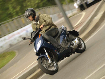 Владельцев маломощных скутеров обяжут получить номера