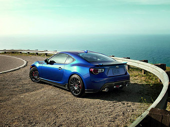 Subaru BRZ оснастили спортивным обвесом STI