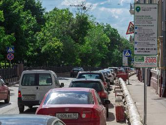 Парковочные места в Москве стали короче