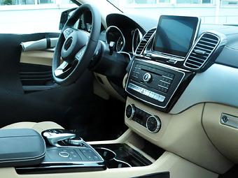 Опубликованы первые снимки салона купе-кроссовера Mercedes-Benz