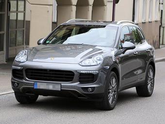 В Сети появились снимки обновленного Porsche Cayenne