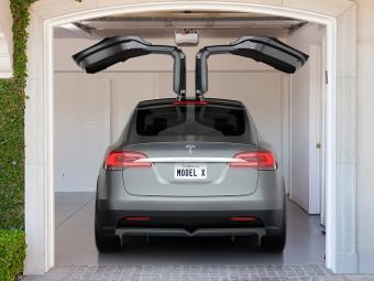 Tesla приспособит будущий кроссовер для женщин