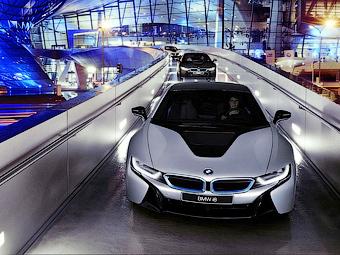 Гибрид BMW i8 стал первой серийной моделью с лазерными фарами