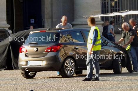 Хэтчбек сфотографировали во время официальной фотосессии в Париже