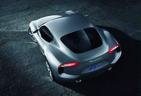 Новая модель Maserati приблизится по размерам салона к Porsche 911