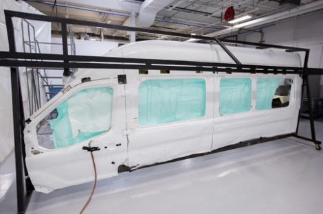 Новой подушкой оснастят пассажирский фургон Transit. Фото 1