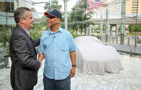 General Motors передала машину детройтскому пенсионеру