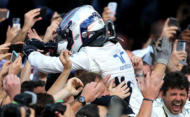 Хэмилтон вернулся в борьбу за титул чемпиона Формулы-1. Фото 3