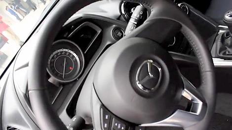 Австралийские журналисты провели тест-драйв предсерийной Mazda2. Фото 3