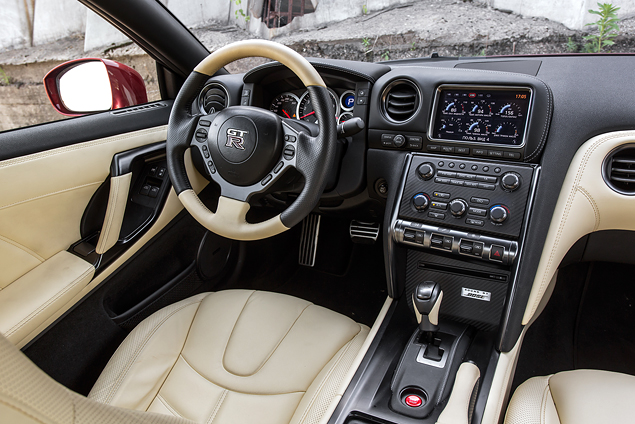 Где делают самые крутые суперкары: тест Chevrolet Corvette, BMW M4, Jaguar F-Type и Nissan GT-R. Фото 2