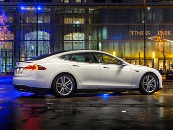 Хакерам заплатят 10 тысяч долларов за взлом Tesla Model S