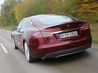 «Тесла» остановила выпуск седана Model S